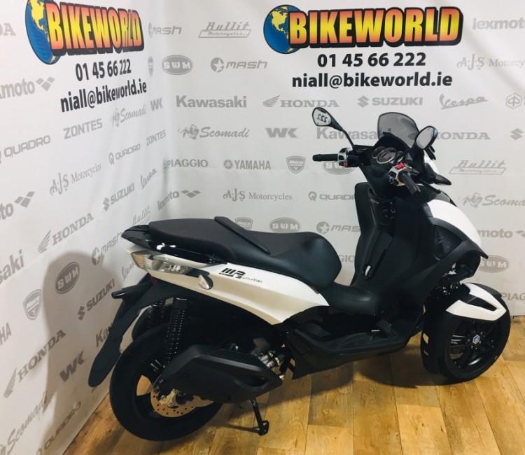 Piaggio MP3 Yourban 300 - Motorcycles, Scooters, Helmets